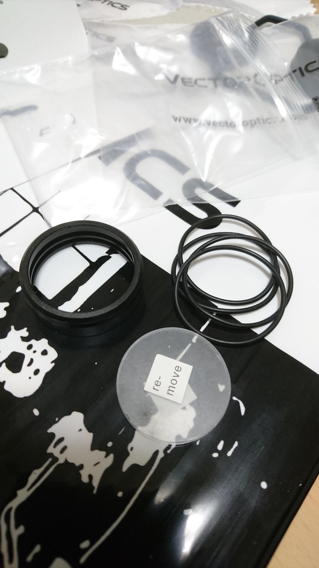 VectorOptics製 Maverick-Gen2 ドットサイト 保護レンズ内容物