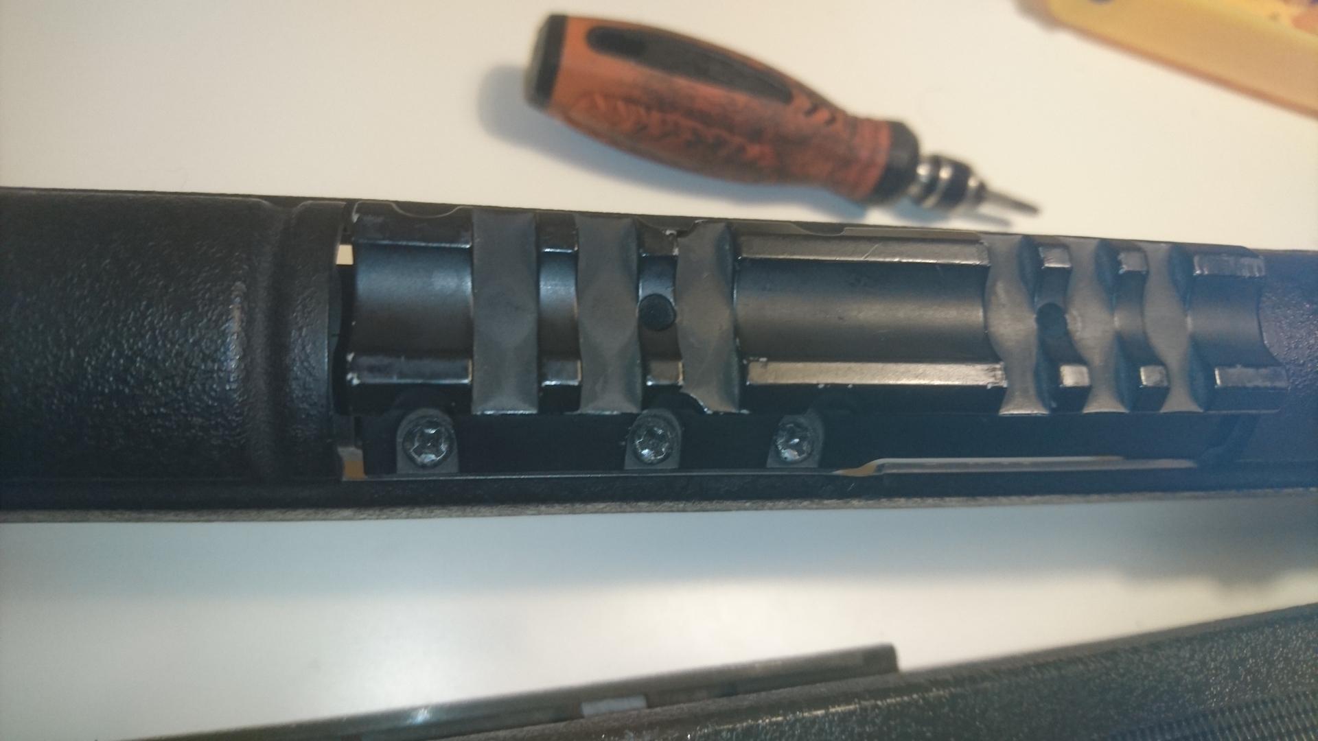 M14socom 軽量化 マウントレール取外し